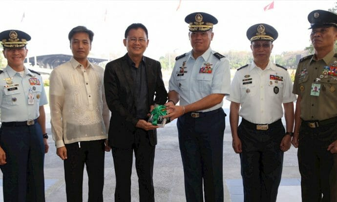 adventists-distribute-10000-pieces-of-literature-to-philippines-armed-forces