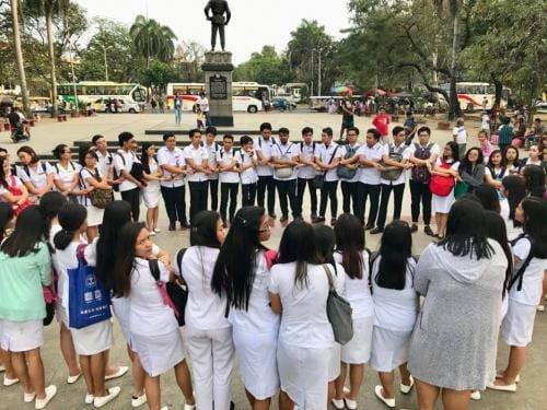 AUP MT students prayer circle